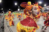 SÃO PAULO,SP, 07.02.2016  CARNAVALSP  Integrantes da escola de samba Mocidade Alegre durante segundo dia de desfiles do grupo especial do Carnaval de São Paulo no  Sambódromo do Anhembi na região norte da capital paulista na madrugada deste domingo,  07. (Foto: Marcio Ribeiro/ Brazil Photo Press/Folhapress)