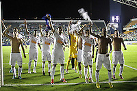 ATENÇÃO EDITOR: FOTO EMBARGADA PARA VEÍCULOS INTERNACIONAIS BARUERI,SP,22 JANEIRO 2013 - COPA SÃO PAULO JUNIORES - PALMEIRAS x SANTOS - jogadores do Santos comemoram classificação para final apos vencer o palmeiras na Copa São Paulo Juniores no Estádio Arena Barueri na noite desta terça - feira.(FOTO: ALE VIANNA -BRAZIL PHOTO PRESS).