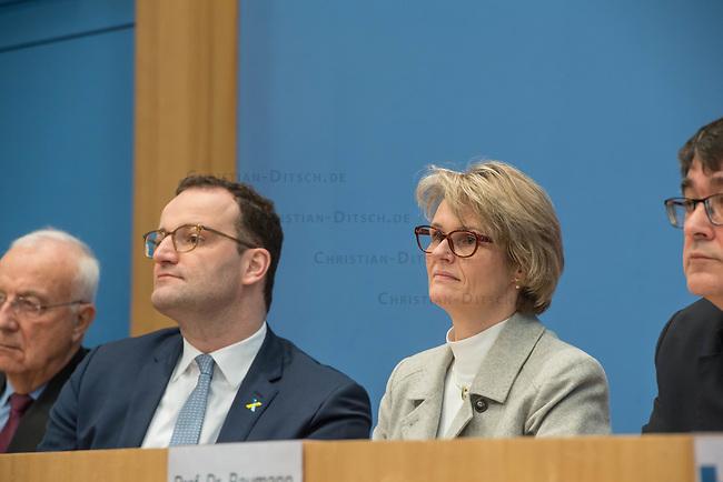 """Bundesgesundheitsminister Jens Spahn (CDU), (2.vl.) und Bundesforschungsministerin Anja Karliczek (CDU), (2.vr.) stellten am Dienstag den 29. Januar 2019 in Berlin die """"Nationale Dekade gegen Krebs"""" vor. Ziel sei, """"Krebserkrankungen moeglichst verhindern, Heilungschancen durch neue Therapien verbessern, Lebenszeit und -qualitaet von Betroffenen erhoehen"""".<br /> Links: Dr. h.c. Fritz Pleitgen, Praesident der Deutschen Krebshilfe.<br /> Rechts: Prof. Dr. Michael Baumann, Vorstandsvorsitzender des Deutschen Krebsforschungszentrums (dkfz).<br /> 29.1.2019, Berlin<br /> Copyright: Christian-Ditsch.de<br /> [Inhaltsveraendernde Manipulation des Fotos nur nach ausdruecklicher Genehmigung des Fotografen. Vereinbarungen ueber Abtretung von Persoenlichkeitsrechten/Model Release der abgebildeten Person/Personen liegen nicht vor. NO MODEL RELEASE! Nur fuer Redaktionelle Zwecke. Don't publish without copyright Christian-Ditsch.de, Veroeffentlichung nur mit Fotografennennung, sowie gegen Honorar, MwSt. und Beleg. Konto: I N G - D i B a, IBAN DE58500105175400192269, BIC INGDDEFFXXX, Kontakt: post@christian-ditsch.de<br /> Bei der Bearbeitung der Dateiinformationen darf die Urheberkennzeichnung in den EXIF- und  IPTC-Daten nicht entfernt werden, diese sind in digitalen Medien nach §95c UrhG rechtlich geschuetzt. Der Urhebervermerk wird gemaess §13 UrhG verlangt.]"""