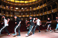 BOGOTA -COLOMBIA. 25-SEPTIEMBRE-2014. Bailarines  de breakdance del grupo paisa los Crew Peligrosos. Ensayo  del evento Red Bull 3 Mundos, un encuentro, donde lo ancestral de nuestros ritmos autoctonos, lo clasico del genero sinfonico y lo urbano del Hip Hop se unen para evidenciar el talento colombiano desde tres perspectivas diferentes que comparten una misma raiz.Teatro Colon de Bogotá. /  Breakdancers paisa group of the  Crew Peligrosos .Test Event Red Bull 3 worlds, a meeting, where autochthonous rhythms of our ancestral, the classics of the symphonic genre and urban Hip Hop come together to highlight the Colombian talent from three different perspectives who share a raiz.Teatro Colon Bogota. Photo: VizzorImage/ Felipe Caicedo / Staff