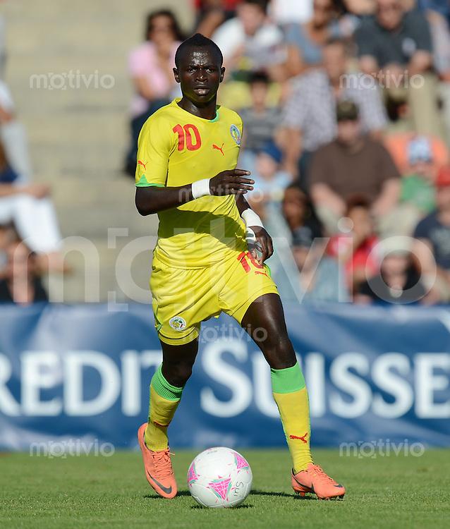 Fussball Olympisches  Fussballturnier  Testspiel   17.07.2012 Schweiz - Senegal Sadio Mane (Senegal) am Ball