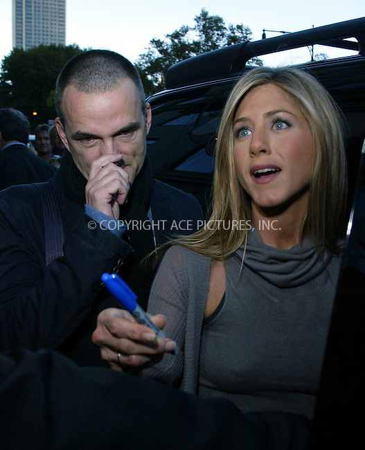 WWW.ACEPIXS.COM . . . . .  ....November 8 2005, New York City....Jennifer Aniston in New York.....Please byline: PAUL CUNNINGHAM - ACE PICTURES..... *** ***..Ace Pictures, Inc:  ..Philip Vaughan (212) 243-8787 or (646) 769 0430..e-mail: info@acepixs.com..web: http://www.acepixs.com
