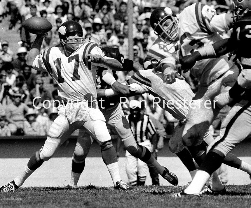 St.Louis Cardinals QB Jim Hart against the Oakland Raiders..(1981 photo/Ron Riesterer)