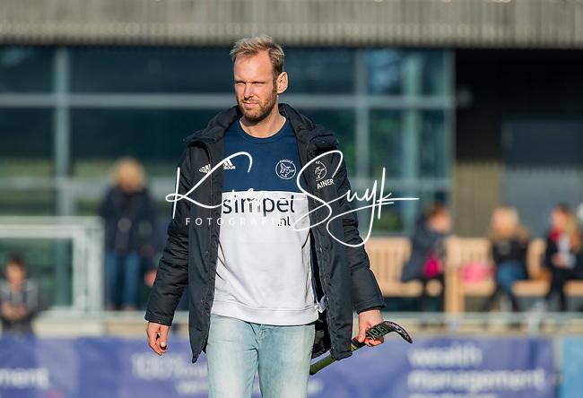 AMSTELVEEN - coach Daan Sabel (Pinoke) voor de competitie hoofdklasse hockeywedstrijd dames, Pinoke-SCHC (1-8) . COPYRIGHT KOEN SUYK