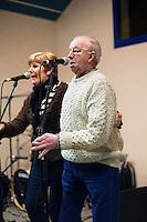 Chanteur de kan an diskan.Marcel GUILLIOUX est un chanteur de belle renommee.Claudine FLOHIC est une habituee des scene de fest-noz, donc elle doit etre tres appreciee