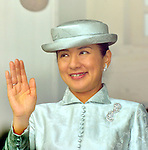 December 23, 2013, Tokyo, Japan ? Princess Masako, wife of Japan's Crown Prince Naruhito, waves to well-wishers during a general audience on the 80th birthday of Emperor Akihito at the Imperial Palace in Tokyo on Monday, December 23, 2013. (Photo by Natsuki Sakai/AFLO)