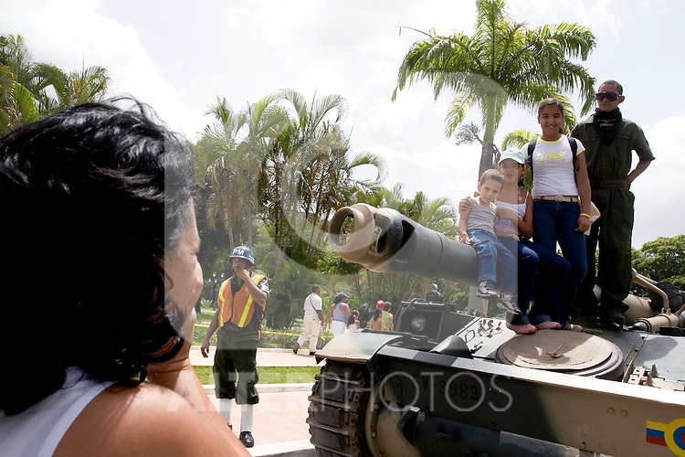 Some assistants to take pictures with soldiers and armored vehicles after a military parade in Caracas, Venezuela, on Wednesday, Jul. 05, 2006. The military parade was to celebrate the 195th anniversary of the Venezuelan Independence from Spain. (ALTERPHOTOS/Alvaro Hernandez)