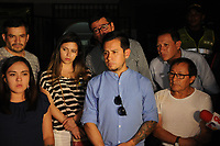 """CALI - COLOMBIA, 22-06-2018: Cristian Segarra, hijo de Efraín Segarra y familiares de Javier Ortega, Paul Rivas y Efrain Segarra, dos periodistas y el conductor del diario ecuatoriano El Comercio, aguardan en las oficinas de medicina Legal de la ciudad de Cali Colombia hoy, 22 de junio de 2018, por los cuerpos sin vida rescatados en las últimas horas por el ejército de Coplombia. El equipo del diario El Comercio, compuesto por el periodista Javier Ortega, el fotógrafo Paúl Rivas y el conductor Efraín Segarra, fue secuestrados el 26 de marzo de 2018 en una zona rural de la parroquia de Mataje, cantón de San Lorenzo, provincia de Esmeraldas, fronteriza con Colombia, a donde se desplazó para cubrir la inseguridad creciente en la zona y fueron luego asesinados en cautiverio por un grupo de rebeldes disidentes de las FARC liderados por Walter Patricio Arizala, alias """"Guacho"""". / Cristian Segarra son of Efrain Segarra, and relatives of Javier Ortega, Paul Rivas and Efrain Segarra, two journalists and the driver of the Ecuadorian newspaper El Comercio, are waiting in the offices of Legal Medicine of the city of Cali Colombia today, June 22, 2018, for the bodies rescued in the last hours by the army of Coplombia. The El Comercio newspaper team, composed of journalist Javier Ortega, photographer Paúl Rivas and driver Efraín Segarra, was kidnapped on March 26, 2018 in a rural area of the Mataje parish, canton of San Lorenzo, province of Esmeraldas, border with Colombia, where they moved to cover the increasing insecurity in the area and were later killed in captivity by a group of dissident rebels of the FARC led by Walter Patricio Arizala, alias """"Guacho"""".  Photo: VizzorImage / Nelson Rios / Cont.  Photo: VizzorImage / Alejandra Arango / Cont"""