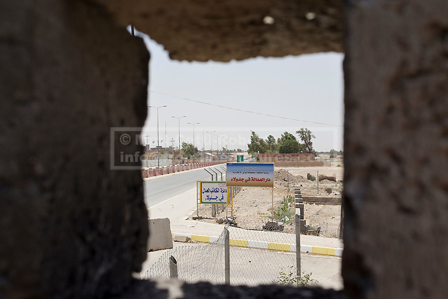 30/06/2014. Khanaqin, Iraq. An area of Jalawla in Iraq, controlled by ISIS insurgents, is see through a firing hole at a Kurdish peshmerga base. Counted by Kurds as part of their homeland, fighting in the town of Jalawla now consists of occasional skirmishes and exchanges of fire between snipers and heavy machine guns on both sides.<br /> <br /> The peshmerga, roughly translated as those who fight, is at present engaged in fighting ISIS all along the borders of the relatively safe semi-automatous province of Iraqi-Kurdistan. Though a well organised and experienced fighting force they are currently facing ISIS insurgents armed with superior armament taken from the Iraqi Army after they retreated on several fronts. &copy; Matt Cetti-Roberts