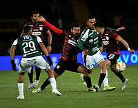 BOGOTÁ-COLOMBIA, 13-01-2020: Andrés Pérez, Fabian Sambueza de Independiente Santa Fe y Carlos Lizarazo de Deportivo Cali disputan el balón, durante partido Independiente Santa Fe y Deportivo Cali, por el Torneo ESPN 2020, jugado en el estadio Nemesio Camacho El Campin de la ciudad de Bogotá. / Andres Perez, Fabian Sambueza of Independiente Santa Fe and Carlos Lizarazo of Deportivo Cali vie for the ball, during a match between Independiente Santa Fe and Deportivo Cali, for the ESPN Tournament 2020, played at the Nemesio Camacho El Campin stadium in the city of Bogota. Photo: VizzorImage / Luis Ramírez / Staff.