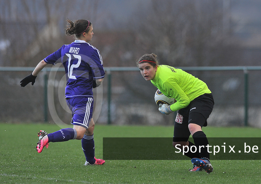 RSC Anderlecht Dames - WD Lierse SK : Natasha Ribbens plukt de bal voor Anaelle Wiard.foto DAVID CATRY / Vrouwenteam.be