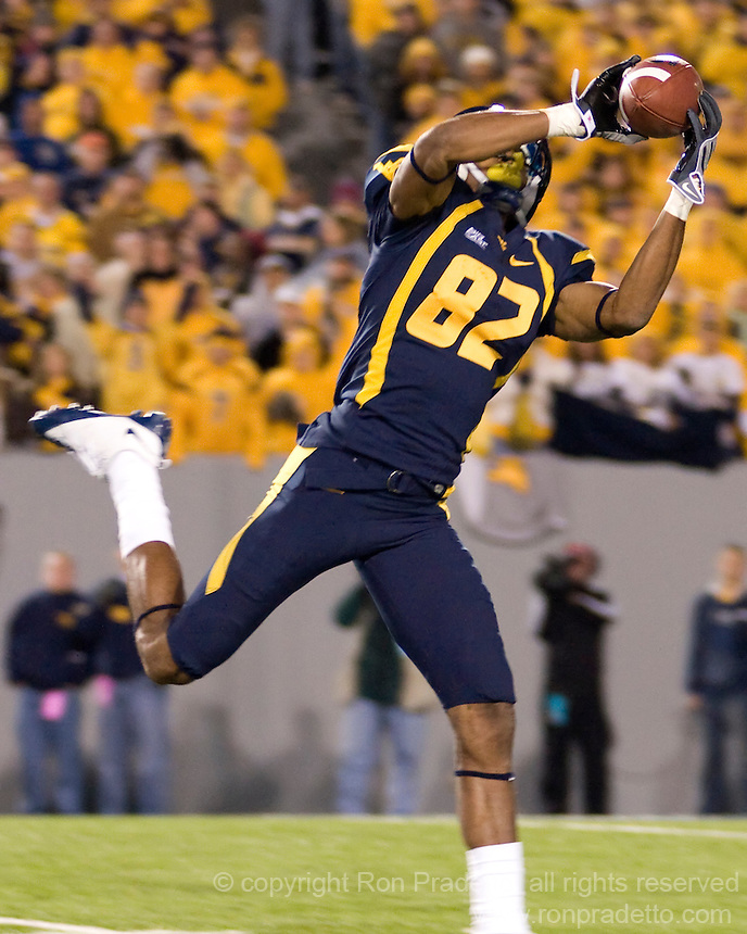 October 23, 2008: WVU wide receiver Alric Arnett makes a 44-yard touchdown reception. The West Virginia Mountaineers defeated the Auburn Tigers 34-17 on October 23, 2008 at Mountaineer Field, Morgantown, West Virginia.