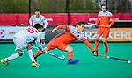 ROTTERDAM - Arjen Lodewijks (NED) met Marc Salles (Spain)    tijdens   de Pro League hockeywedstrijd heren, Nederland-Spanje (4-0) . COPYRIGHT KOEN SUYK