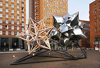 Nederland Amsterdam 2015. Kunstwerk aan de Zuidas. Op de achtergrond het kantoor van APG. Foto Berlinda van Dam / Hollandse Hoogte