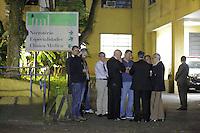 SAO PAULO, SP, 03.04.2015 - MORTE FILHO DO GOVERNADOR / SAO PAULO - Movimentação em frente ao IML central. O filho do governador de são paulo morreu na tarde desta quinta-feira,02, após sofrer acidente de helicóptero em Carapicuíba na grande São Paulo. (Foto: Fernando Neves/ Brazil Photo Press).
