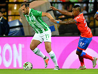 MEDELLÍN - COLOMBIA, 30-03-2019: Hernán Barcos de Atlético Nacional disputa el balón con Fabián Viáfara de Deportivo Pasto, durante partido de la fecha 12 entre Atlético Nacional y Deportivo Pasto, por la Liga Águila I 2019, jugado en el estadio Atanasio Girardot de la ciudad de Medellín. / Hernan Barcos of Atletico Nacional vies for the ball with Fabian Viafara of Deportivo Pasto, during a match of the 12th date between Atletico Nacional and Deportivo Pasto for the Aguila League I 2019, played at Atanasio Girardot stadium in Medellin city. Photo: VizzorImage / León Monsalve / Cont.