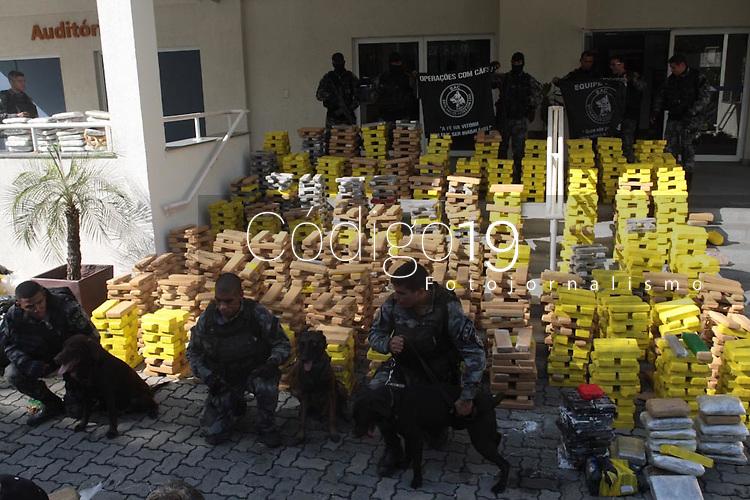 RIO DE JANEIRO, RJ, 18.07.2019: CRIME-RIO - Um paiol de armas e drogas foi descoberto na comunidade Nova Holanda e o principal aliado do chefe do tráfico do Parque União foi preso nesta quinta-feira (18), durante uma operação do Comando de Operações Especiais (COE) da Polícia Militar e da Coordenadoria de Recursos Especiais (Core) da Polícia Civil no Complexo da Maré, na Zona Norte do Rio. (Foto: Celso Barbosa/Código19)