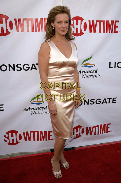 "ELIZABETH PERKINS.Showtime's 2nd Season Premiere of ""Weeds"" held at The Egyptian Theatre in Hollywood, California, USA..July 19th, 2006.Ref: DVS.full length white satin dress .www.capitalpictures.com.sales@capitalpictures.com.Supplied By Capital PIctures"