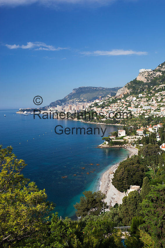 France, Provence-Alpes-Côte d'Azur, Roquebrune-Cap-Martin: View along Roquebrune Bay to Monte Carlo   Frankreich, Provence-Alpes-Côte d'Azur, Roquebrune-Cap-Martin: Blick ueber Roquebrune Bucht nach Monte Carlo