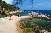 Spain, Catalonia, Costa Brava, near Calella de Palafrugell: Cala Estreta on Cap Roig | Spanien, Katalonien, Costa Brava, bei Calella de Palafrugell: Cala Estreta, Cap Roig