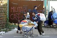 Roma, 12 Novembre 2009.Sgomberati i Rom Romeni anche dal deposito di birra occupato.Rome, 12 November 2009.Roma Romanians also evacuated from the storage of beer busy