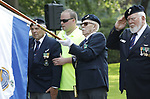 Foto: VidiPhoto<br /> <br /> RHENEN &ndash; Op ereveld de Grebbeberg in Rhenen zijn vrijdagmiddag voor het eerst in de geschiedenis de Nederlandse oorlogsvliegers van de beroemde RAF herdacht. Van het zogenoemde Dutch 320 squadron RAF liggen 25 piloten begraven op de Grebbeberg. Hiermee is een wens in vervulling gekomen van de vorig jaar in de VS overleden staartschutter Edward Hoenson. Hoenson vloog 89 oorlogsmissies en was drager van het Vliegerkruis. Hij overleed op 27 november 2017. Bij de herdenkingsbijeenkomst waren nabestaanden en drie veteranen. Onder andere de 98-jarige Andr&eacute; Hissink, een oud kameraad en strijdmakker van Hoenson, kwam over uit Canada. In totaal zijn 156 Nederlandse vliegeniers gesneuveld in de Tweede Wereldoorlog, van wie er 56 nog als vermist staan geregistreerd. Foto: Een veteraan wordt onwel door de hitte.