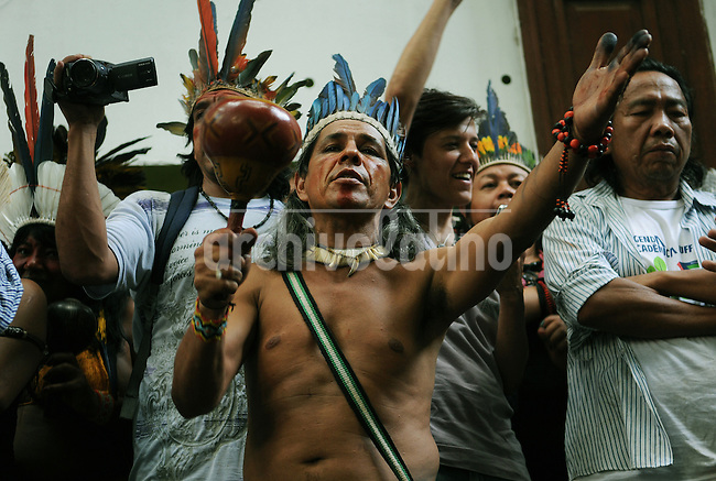 An indian leader participates at a meeting with human rights militants, journalists and students during a occupation an old indigenous museum --aka Aldea Maracana-- next to Maracana stadium in Rio de Janeiro, Brazil, January 12, 2013. Indians of about 10 ethnicities ? mostly Guarani, Pataxo, Kaingangue and Guajajara- have occupying the place since 2006 as a protest against Rio de Janeiro's governmet decision to throw them out and pull down the building to construct 10,500 parking lots for the upcoming Brazil 2014 FIFA World Cup. (Austral Foto/Renzo Gostoli).