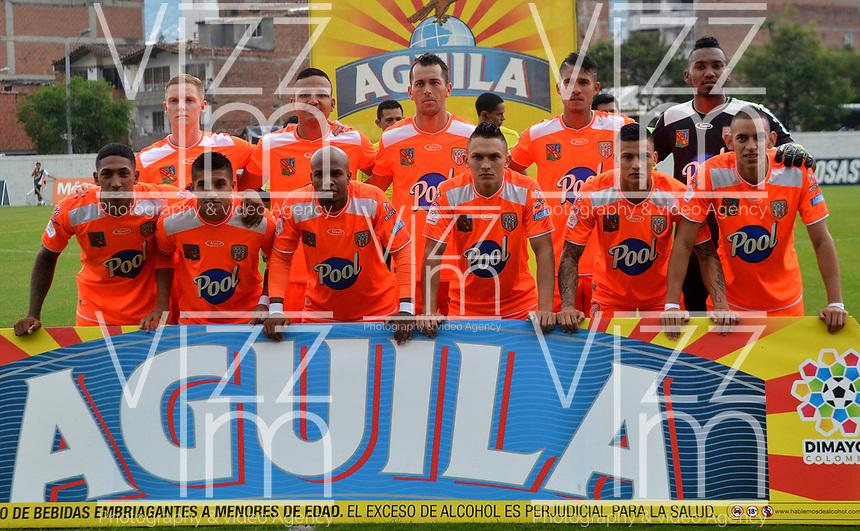 ENVIGADO - COLOMBIA, 03-04-2019: Los jugadores de Envigado F. C., posan para una foto, antes de partido entre Envigado F. C., y Atlético Bucaramanga de la fecha 13 por la Liga Águila I 2019, en el estadio Polideportivo Sur de la ciudad de Envigado. / The players of Envigado F. C., pose for a photo, prior a match between Envigado F. C., and Atletico Bucaramanga of the 13th date  for the Leguaje Aguila I 2019 at the Polideportivo Sur stadium in Envigado city. Photo: VizzorImage / León Monsalve / Cont.