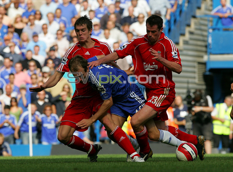 PIX: Football. Premiership, Chelsea-Liverpool, Stamford Bridge, 17th September 2006...COPYRIGHT PICTURE>>SIMON WILKINSON>>0870 092 0092>>....Arjen Robben goes down under the challenge of Dan Agger and Jamie Carragher, but referee Mike Riley waves play on...