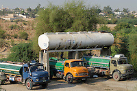JORDANIEN Wassertank mit Trinkwasser vom Jordan Fluss und Tankwagen fuer Wasserverteilung / JORDAN water tank with water from Jordan river and tank trucks for water distribution
