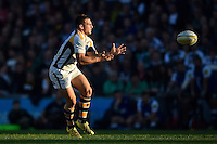 Jimmy Gopperth of Wasps receives the ball. Aviva Premiership match, between Leicester Tigers and Wasps on November 1, 2015 at Welford Road in Leicester, England. Photo by: Patrick Khachfe / Onside Images