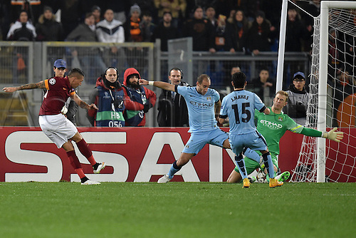 10.12.2014. Rome, Italy. UEFA Champions League Group E match between AS Roma 0-2 Manchester City at Stadio Olimpico in Rome Joe Hart saves a shot of Jose Holebas Parata Roma