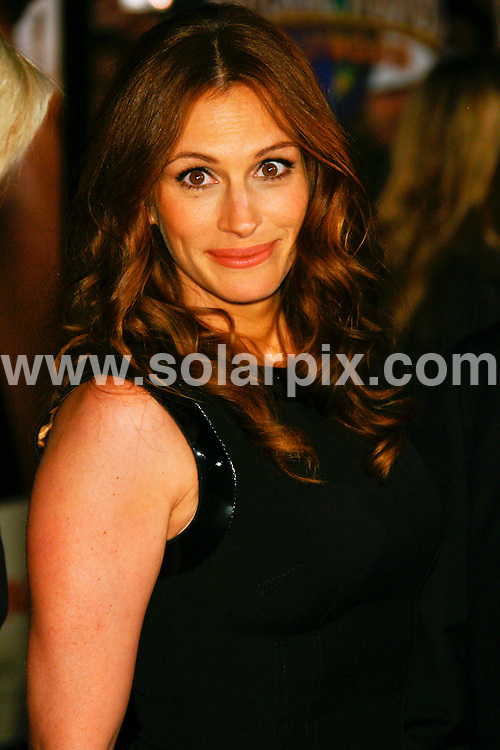 **ALL ROUND PICTURES FROM SOLARPIX.COM**.**SYNDICATION RIGHTS FOR UK, SPAIN, PORTUGAL, AUSTRALIA, S.AFRICA & DUBAI (U.A.E) ONLY**.The Charley Wilson's War World Premiere with Julia Roberts and Tom Hanks at the CityWalk Cinemas Universal Studios Hollywood in Universal City California in the USA..This pic:JULIA ROBERTS.JOB REF:5480-PHZ    DATE:10_12_07 .**MUST CREDIT SOLARPIX.COM OR DOUBLE FEE WILL BE CHARGED* *UNDER NO CIRCUMSTANCES IS THIS IMAGE TO BE REPRODUCED FOR ANY ONLINE EDITION WITHOUT PRIOR PERMISSION*