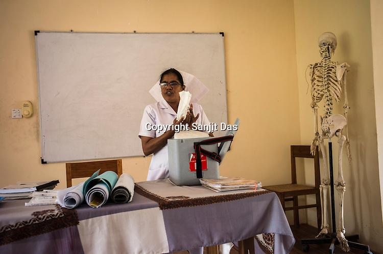 A Sri Lankan nurse lectures on vaccination in a class at the Nursing School in Vavuniya, Sri Lanka.  Photo: Sanjit Das/Panos