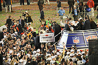 Siegesjubel New Orleans Saints nach Gewinn des Super Bowl XLIV<br /> Super Bowl XLIV: Indianapolis Colts vs. New Orleans Saints *** Local Caption *** Foto ist honorarpflichtig! zzgl. gesetzl. MwSt. Auf Anfrage in hoeherer Qualitaet/Aufloesung. Belegexemplar an: Marc Schueler, Alte Weinstrasse 1, 61352 Bad Homburg, Tel. +49 (0) 151 11 65 49 88, www.gameday-mediaservices.de. Email: marc.schueler@gameday-mediaservices.de, Bankverbindung: Volksbank Bergstrasse, Kto.: 52137306, BLZ: 50890000