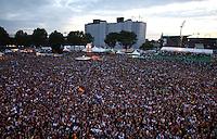 HAMBURGO, ALEMANHA, 09 JUNHO 2012 - KIA FAN FEST - ALEAMANHA X PORTUGAL - Torcedores acompanham a partida entre Alemanha x Portugal pela Euro 2012 na Kia Fan Fest na cidade de Hamburgo na Alemanha na noite de ontem 10. (FOTO: CATHRIN MUELLER / PIXATHLON / BRAZIL PHOTO PRESS).