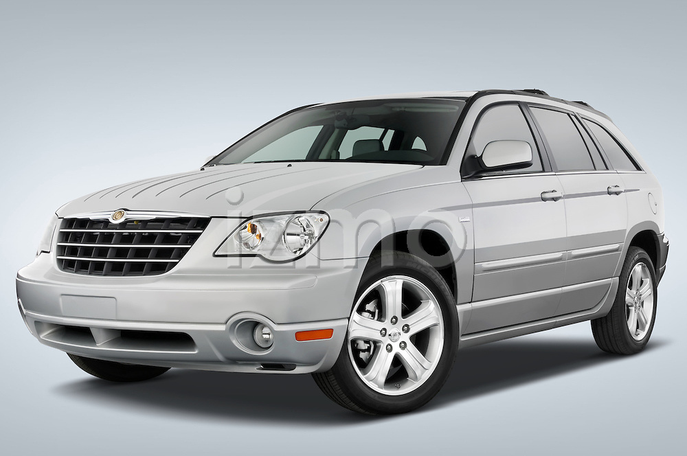 Low aggressive front three quarter view of a 2008 Chrysler Pacifica