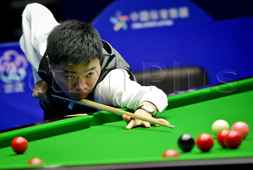 19.06.2013 Wuxi, China. Yang Lei  SP Chinas Ding Junhui of China  during The Second Round Match Against Joe Perry of England AT 2013 World Snooker Wuxi Classic in Wuxi East Chinas Jiangsu Province.