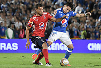 BOGOTA - COLOMBIA -20 -11-2016: Oscar Barreto (Der) jugador de Millonarios disputa el balón con Juan Camilo Saiz (Izq) jugador de Independiente Medellín durante partido por la fecha 20 de la Liga Aguila II 2016 jugado en el estadio Nemesio Camacho El Campin de la ciudad de Bogota./ Oscar Barreto (R) player of Millonarios fights for the ball with Juan Camilo Saiz (L) player of Independiente Medellin during match for the date 20 of the Liga Aguila II 2016 played at the Nemesio Camacho El Campin Stadium in Bogota city. Photo: VizzorImage / Gabriel Aponte / Staff.