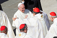 Papa Francesco saluta alcuni cardinali al termine della cerimonia di beatificazione di Papa Paolo VI in Piazza San Pietro, Citta' del Vaticano, 18 settembre 2014. La messa conclude un Sinodo di due settimane sul tema della famiglia.<br /> Pope Francis greets some cardinals at the end of the beatification ceremony of Pope Paul VI in St. Peter's Square at the Vatican, 18 October 2014. The mass closes a two-week synod on family issues.<br /> UPDATE IMAGES PRESS/Riccardo De Luca<br /> <br /> STRICTLY ONLY FOR EDITORIAL USE