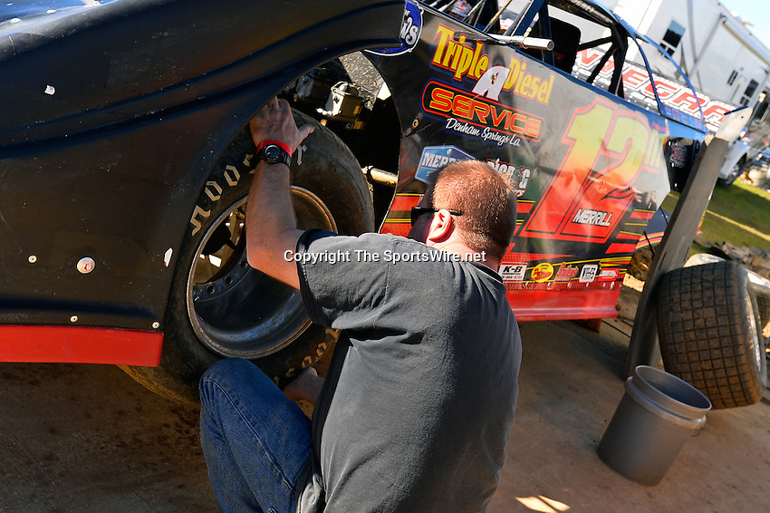 Feb 16, 2014; 3:38:26 PM; Ocala, FL., USA; The Third Annual Bubba Army Winter Nationals World Of Outlaws Super Late Models paying $12,000 to win at Bubba RaceWay Park.  Mandatory Credit: (thesportswire.net)