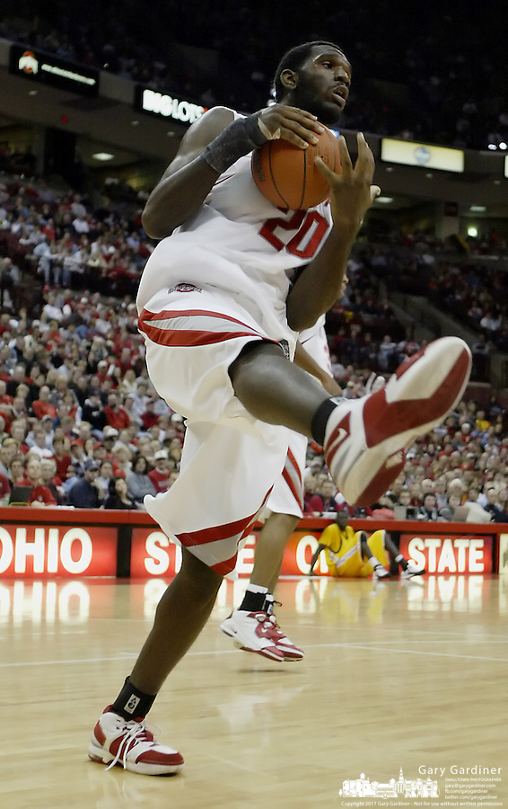 2 December 2006: Ohio State's Greg Oden grabs a rebound against Valparaiso at Value City Arena in Columbus, Ohio. Oden was the nation's top high school player for the past two years and made his college debut tonight after sitting out with a wrist injury.<br />