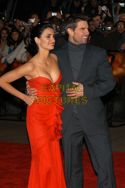 "PENELOPE CRUZ & TOM CRUISE.premiere ""The Last Samurai"".Odeon Leicester Square.red dress.London, 6 January 2004.www.capitalpictures.com.sales@capitalpictures.com.©Capital Pictures"