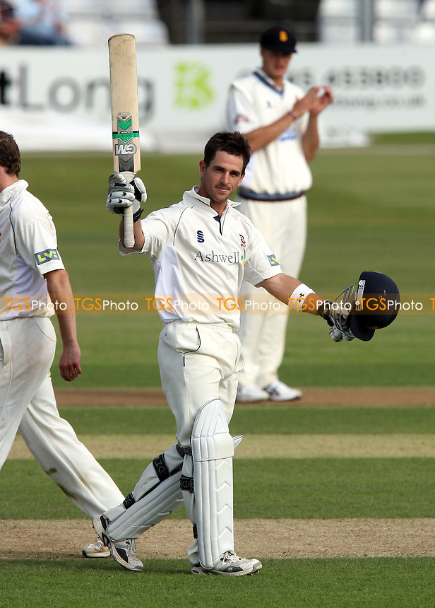 Ryan ten Doeschate celebrates a century 100 runs for Essex - Essex CCC vs Derbyshire CCC - LV County Championship Cricket at Ford County Ground, Chelmsford, Essex - 29/06/08 - MANDATORY CREDIT: Gavin Ellis/TGSPHOTO - Self billing applies where appropriate - Tel: 0845 094 6026