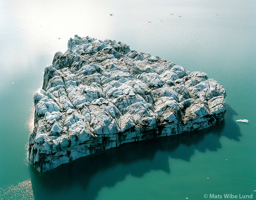 Isjaki á Jökulsárlón,  Borgharhafnarhreppur. loftmynd.Iceberg  on the Jokulsarlon near  the foot of Breidamerkurjokull glacier  on Breidamerkursandur, Aerial