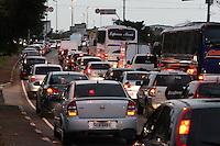 SAO PAULO, SP, 05/06/2012, TRANSITO.<br /> <br /> O transito est&aacute; complicado no Complexo Viario Maria Maluf no sentido da Z. Sul, na madrugada de hoje(05).<br /> Uma carreta superdimensionada quebrou  proximo ao t&uacute;nel o que complicou o transito pela manh&atilde; dessa Ter&ccedil;a-feira,  entrada do T&uacute;nel Maria Maluf.<br /> <br /> Luiz Guarnieri/ Brazil Photo Press