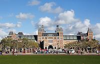 Rijksmuseum op het Museumplein in Amsterdam