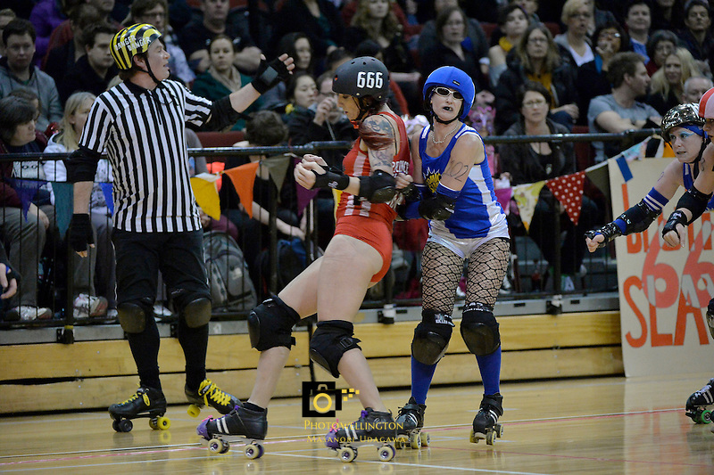 Action from Roller Derby Comic Slams v Brutal Pageant at TSB Arena, Wellington,  New Zealand on Saturday 31 August 2013.<br /> Photo by Masanori Udagawa.<br /> www.photowellington.photoshelter.com