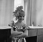 """Кадр из фильма """"Год хорошего ребенка"""" (1991) USSR; Режиссер: Борис Конунов; В ролях: Настя Лаур; / Filmstill """"God khoroshego rebenka"""" (1991); СССР; Director: Boris Konunov; Stars: Nastya Laur."""