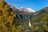 Oesterreich, Kaernten, Nationalpark Hohe Tauern, Heiligenblut: gotische Wallfahrtskirche Zum hl. Pluet, am Fusse des Grossglockners (3.798 m), Ausgangspunkt der Grossglockner-Hochalpenstrasse | Austria, Carinthia, High Tauern National Park, Heiligenblut: with gotic pilgrimage church 'Zum hl.Pluet' at the foot of Grossglockner mountain (3.798 m)